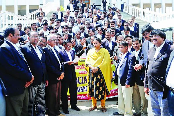 lawyers protests davanagere