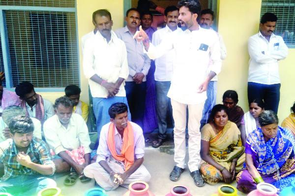jagalur women protest water problem